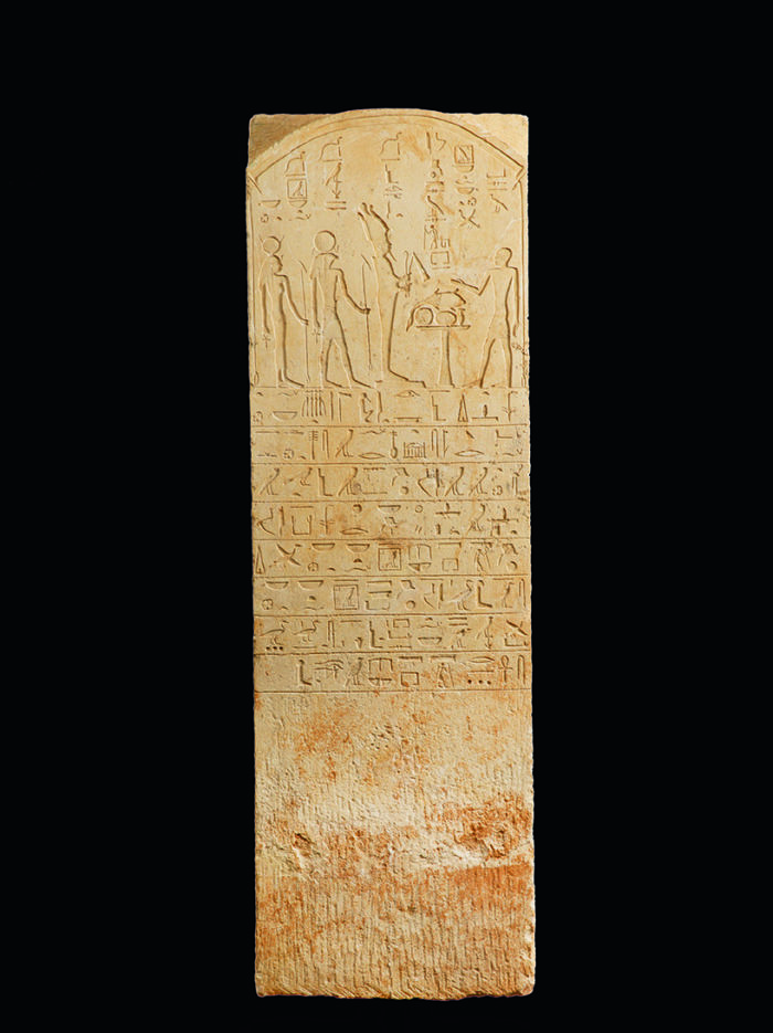 <h2>Stèle au nom du Supérieur des doyens du portail du temple d'Hathor Pa-di-séna</h2>